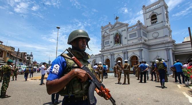 Шри Ланка от снощи е в режим на извънредно положение