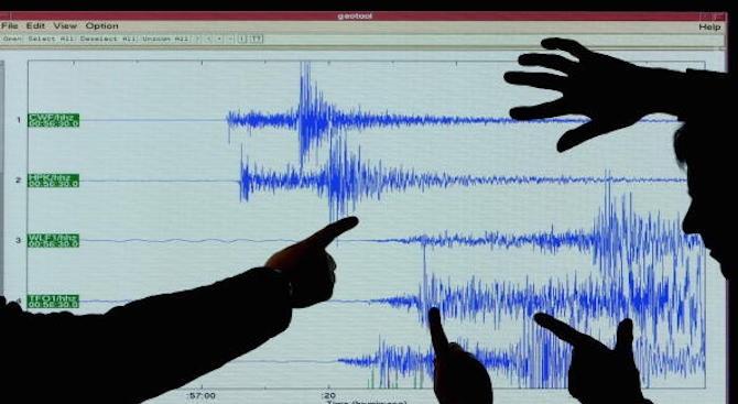 Земетресение с умерена сила разклати вчера следобед високите сгради в
