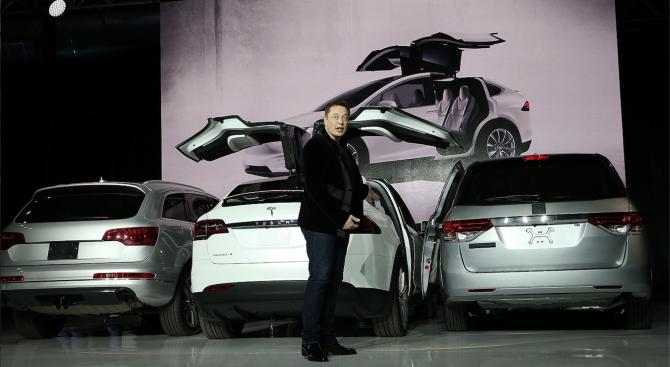 """Мъск обеща догодина """"Тесла"""" да пусне на пазара в САЩ такси без шофьор"""