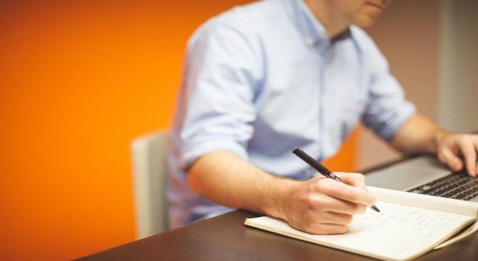 Снимка: Хората, които работят на бюро, се нуждаят от всекидневни упражнения