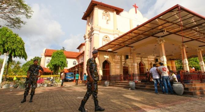 Снимка: Започнаха първите погребения в Шри Ланка