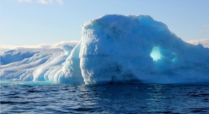 Снимка: Специалисти изследваха топенето на леда в Гренландия от 1972 г.