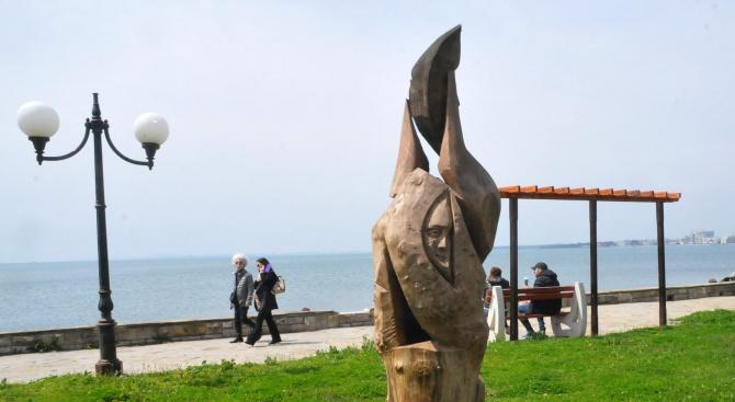 Пет скулптури от дърво вече украсяват Поморие