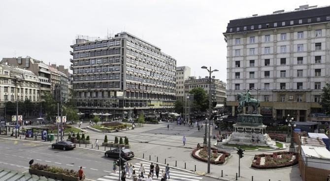 Снимка: Надраскаха унгарското посолство в Белград с обидни графити