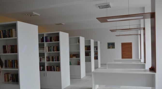Снимка: Модерна балканска библиотека бе открита в Момчилград