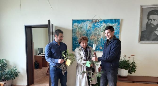 Структурата на Младежи ГЕРБ в община Родопи с благотворителна инициатива по повод Деня на земята