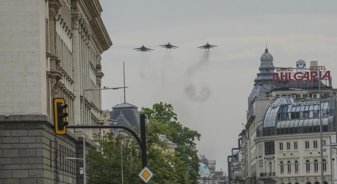 Вертолети и самолети от състава на ВВС ще изпълняват полети