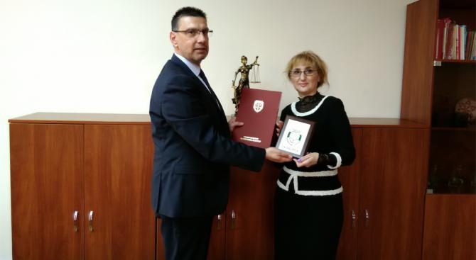 Главният прокурор на Република България г-н Сотир Цацаров награди г-жа