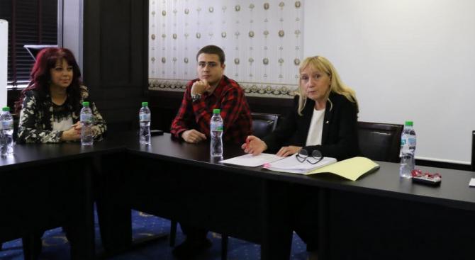 Йончева към журналистите: Заедно можем да се преборим за свободата на словото