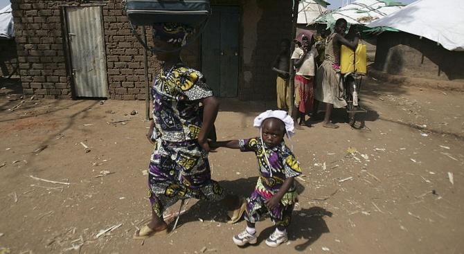 Угандийката Мериам Набатанзи трудно отглежда сама своите 38 деца, всички