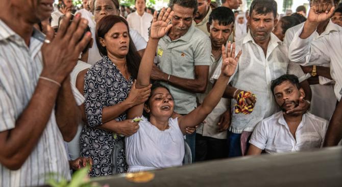 Жертвите при атаките в Шри Ланка се оказаха с около 100 по-малко