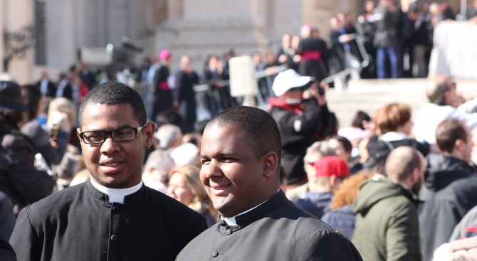 Епархията на Ню Йорк съобщи, че най-малко 120 свещеници, обвинени