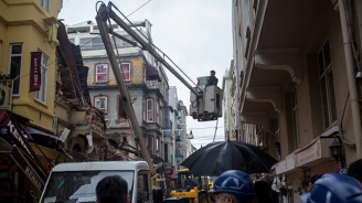 Вижте рухването на 4-етажна сграда в Истанбул