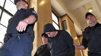 Футболният хулиган, ранил с бомбичка полицаи, обжалва присъдата си