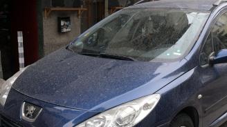 Кален дъжд покри колите в центъра на столицата