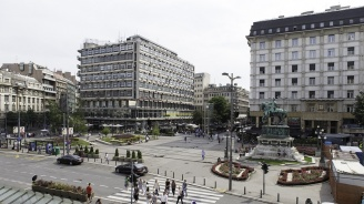 Надраскаха унгарското посолство в Белград с обидни графити
