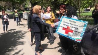 Мая Манолова пред протестиращите медицински специалисти в Стара Загора: Тази агония трябва да спре незабавно