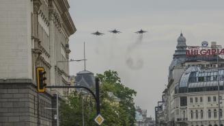 Вертолети и самолети от състава на ВВС ще изпълняват полети с прелитане на малка височина над София