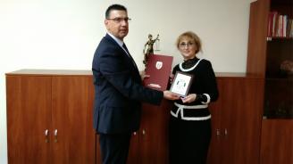 Цацаров награди бургаски следовател и служители от Окръжната прокуратура в морския град