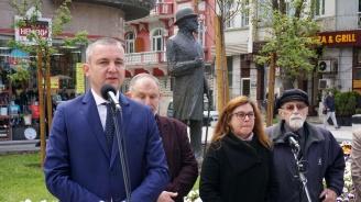 Откриха паметник на бившия кмет на Варна Иван Церов