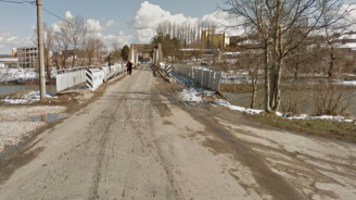 Премахват временния мост край Чомаковци