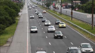 Засилен трафик по всички основни пътни артерии и в посока към граничните пунктове