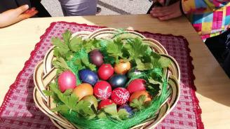 Масово боядисване на яйца в община Банско