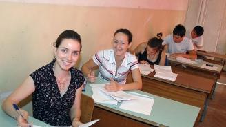 Ученици от Велико Търново помогнаха на деца в Дебелец