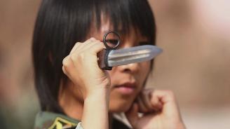 Неизвестен мъж е оставил нож на чина на единствения внук на японския император