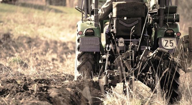 Трактор се преобърна в димитровградско село, загина мъж