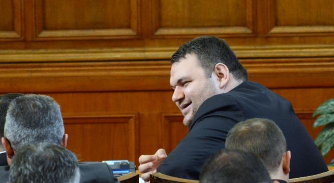 Кандидатурата на народния представител Делян Пеевски отговаря на законовите изисквания.