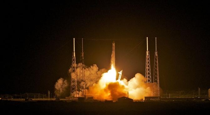 Капсулата Dragon на Space X се е взривила по време на тест