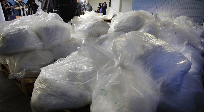 Семейство получи по пощата метамфетамин за милиони