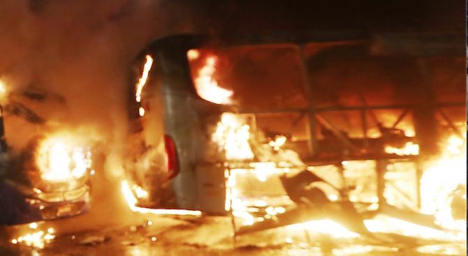 Чешката пожарна и полиция съобщиха, че автобус, превозващ затворници, се