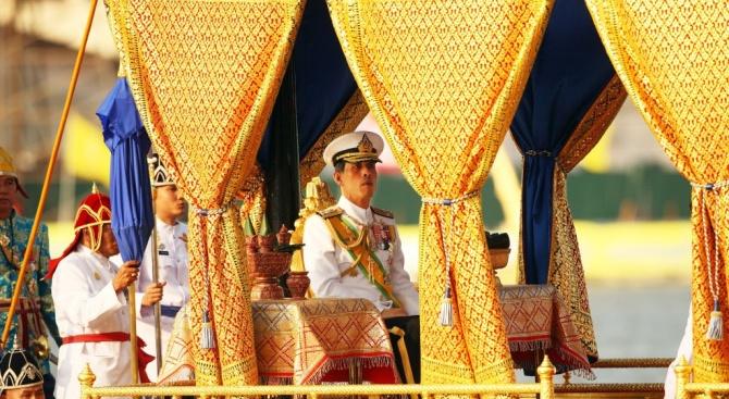 Кралят на Тайландтъне в разкош с десетки милиарди долари