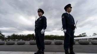 Японската полиция арестува мъж, поставил ножове на чина на внука на императора