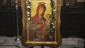 Богородица помогна на две жени да се избавят от диабет и дископатия