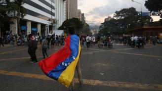 Венецуелската полиция използва сълзотворен газ срещу демонстрантите в Каракас