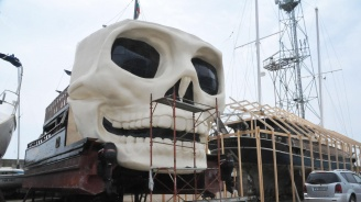 """Рибари от Поморие пускат на вода пиратския кораб """"Черна перла"""""""