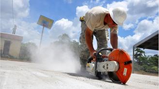 Евростат: Един от всеки 10 българи работи тежък физически труд