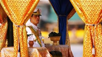Кралят на Тайланд обяви, че се е оженил дни преди коронацията си