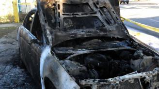 Автомобил горя на паркинг в Шумен