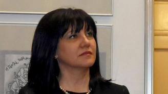 Караянчева ще открие изложба в Бургас