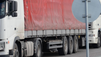 Днес и на 6 май в пиковите часове се спира движението на камионите над 12 т по магистралите