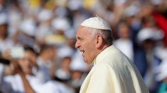 Гощават папата с кисело мляко и родни зеленчуци