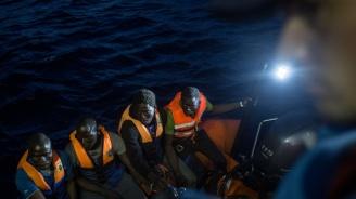 Лодка с мигранти се обърна край Турция. Има загинали