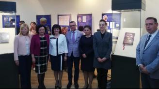 Ивелина Василева и Жечо Станков откриха изложба с оригиналите на Търновската и Сребърната конституция в Бургас