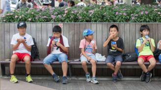 Броят на децата в Япония намалява за 38-ма поредна година