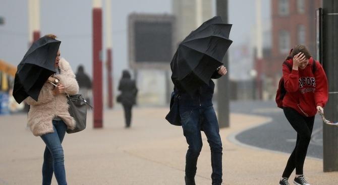 Студено и ветровито ще бъде днес
