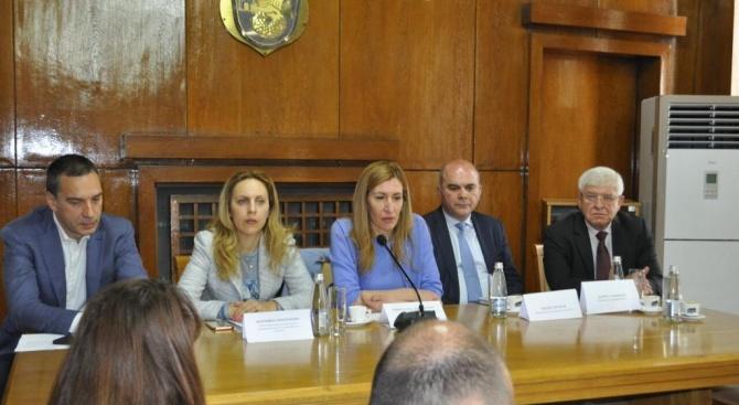 Ангелкова на среща с контролните органи в Бургас преди старта на сезона: Добрият имидж на дестинация България е основната ни цел